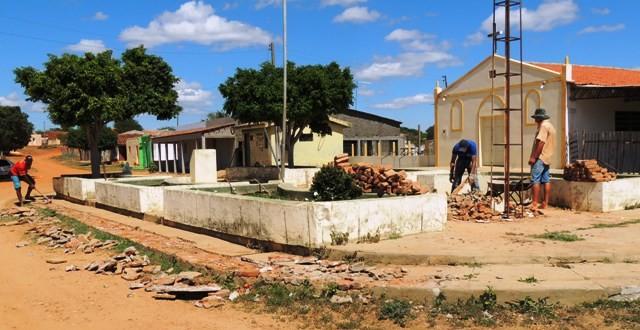 Tabira: Povoado de Campos Novos tem praça recuperada