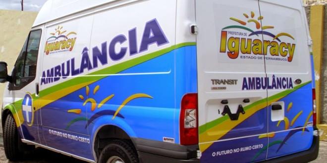 Pacientes de ambulância de Iguaracy são obrigados a esperar motorista namorar em Afogados da Ingazeira