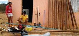 Famílias recebem incentivos para produção de hortas e criação de animais em São José do Belmonte e Quixaba
