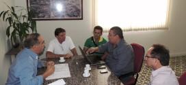 Prefeito de Tabira recebe representantes das empresas DNOCS e PROJETEC