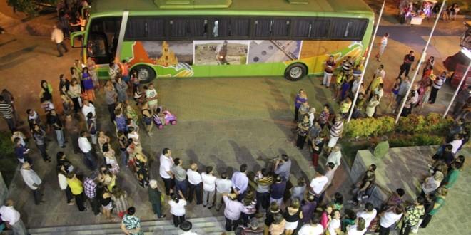 Presente para Afogados: Prefeitura entrega novo ônibus da saúde