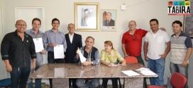 Sebastião recebe consultor do SEBRAE e assina Decreto que Institui Grupo de Trabalho