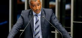 Citado em gravações que levaram senador à prisão, Romário rebate no Facebook