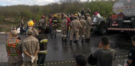 Acidente grave deixa oito mortos na BR-232, no Agreste