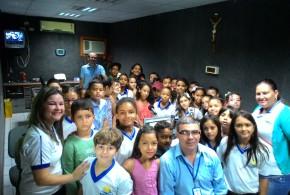 Alunos de escola municipal de Lagoa da Cruz visitam a Rádio Pajeú