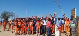 Trabalhadores da Transposição cruzam os braços por salários atrasados em Sertânia