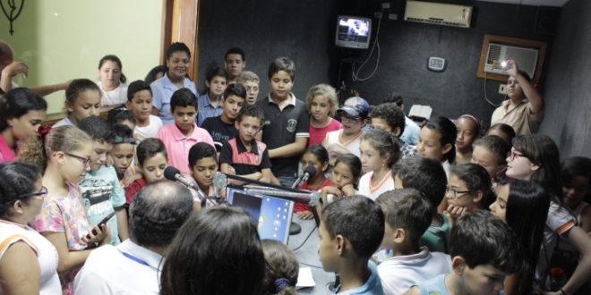 Alunos do 5º da Escola Gizelda Simões visitam Rádio Pajeú