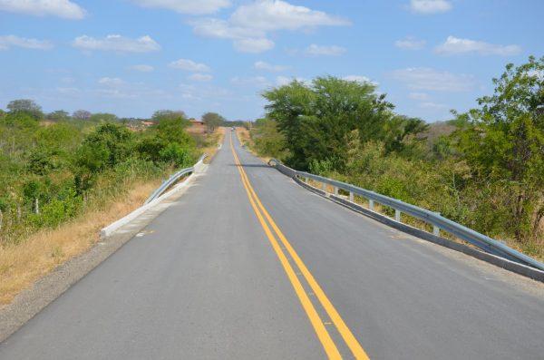 Nova PE-292 melhora mobilidade no sertão de Pernambuco, diz DER