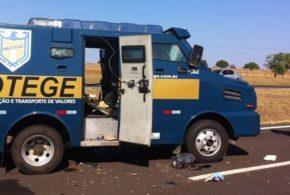 Bandidos explodem carro-forte na BR-116, entre Salgueiro e Cabrobó