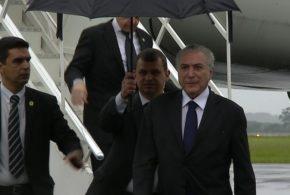 Presidente Michel Temer chega a Chapecó e decide ir à Arena Condá