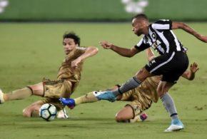 Com um a menos, Botafogo consegue grande virada sobre o Sport e larga na frente nas oitavas